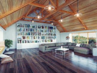 Dachgeschoss mit Bücherregal