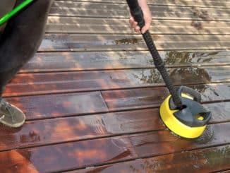 Reinigung der Holzterrasse